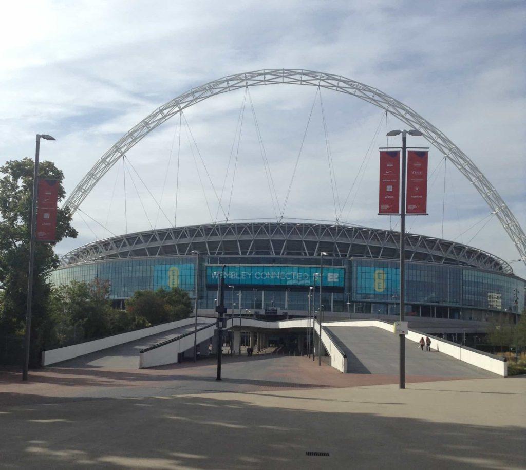 Stadion Wembley pohled na celý oblouk - cestopis Londýn
