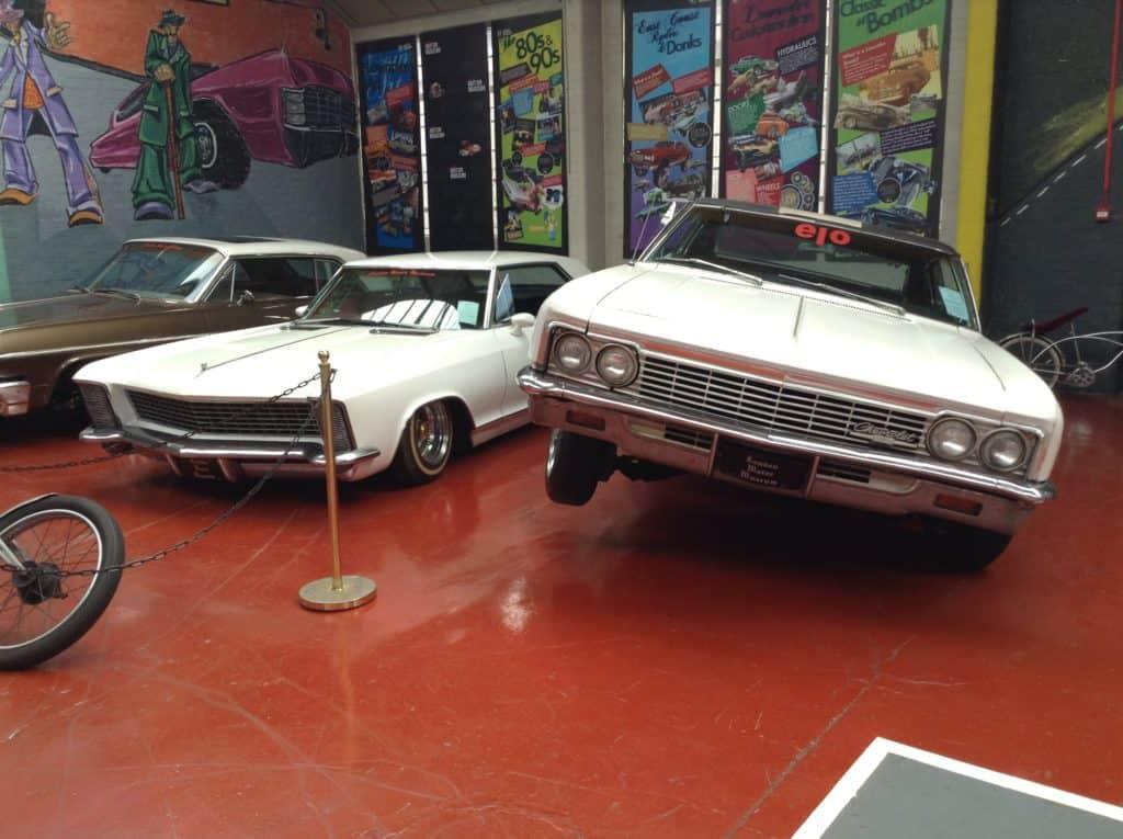 Stará auta v Motor Museum London - cestopis Londýn