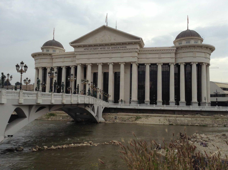 Most umění přes řeku Vardar - cestopis Makedonie, Skopje