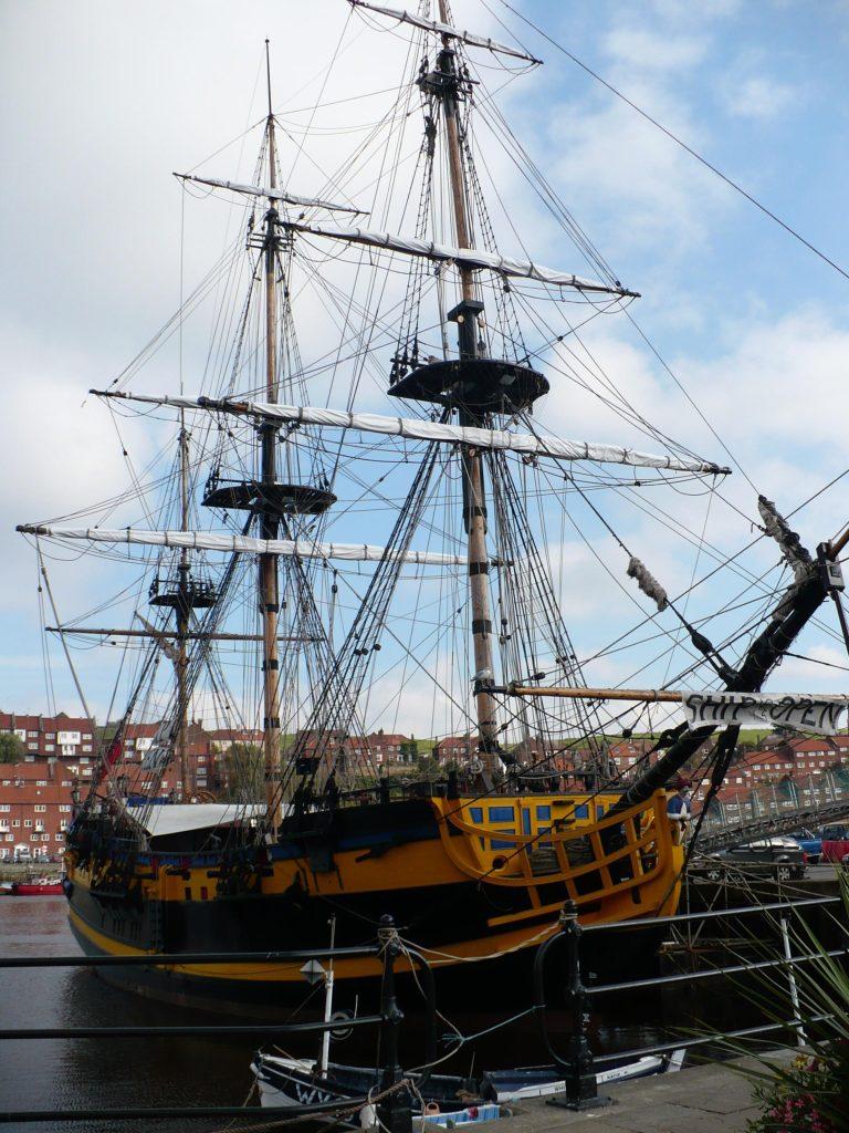 Loď - Whitby- cestopis Severovýchodní Anglie