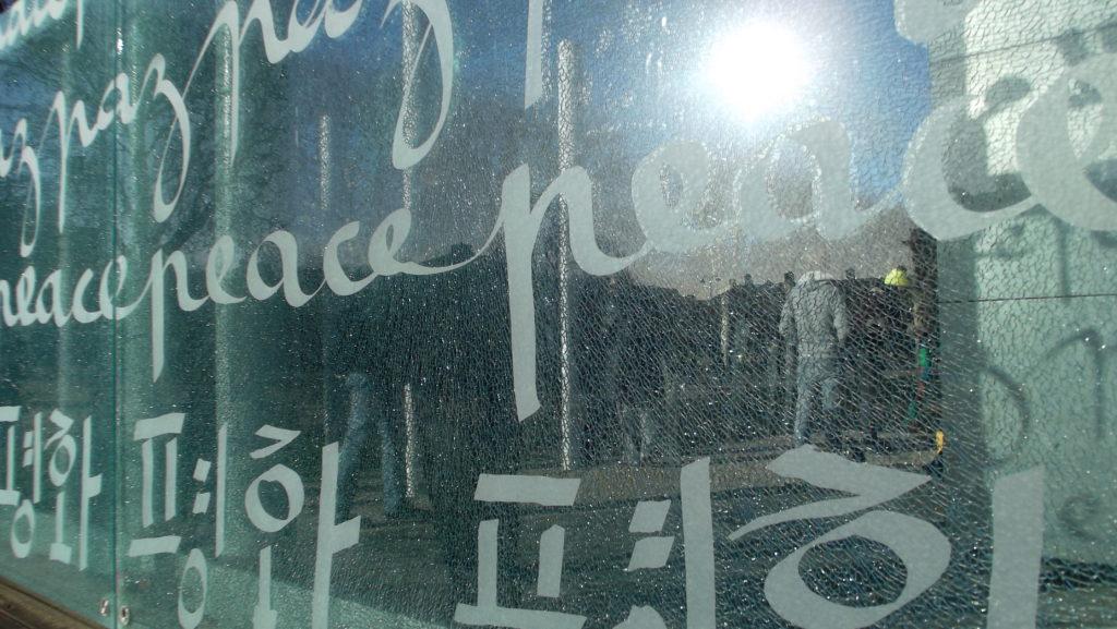 Památník věnovaný míru, cestopis Paříž, Silvestr