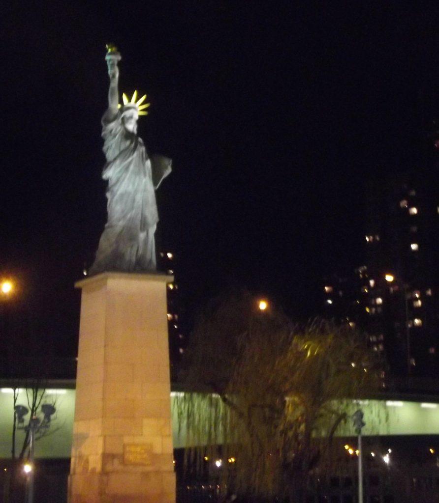 Cestopis Paříž přes Silvestra - malá socha svobody