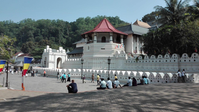Chrám Buddhova zubu - Kandy, cestopis Srí Lanka