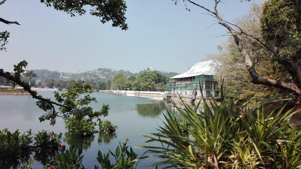 Kandy Lake, jezero Bogambara - Kandy, cestopis Srí Lanka