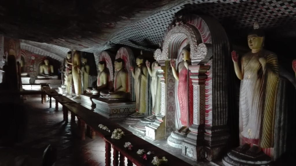 Dambulla Cave Temple, cestopis Srí Lanka