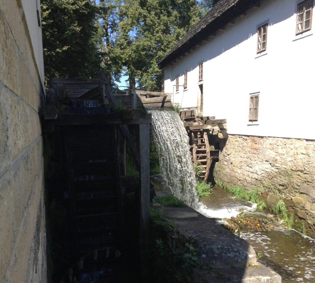 Vodní mandl, Ratibořice v Babiččině údolí