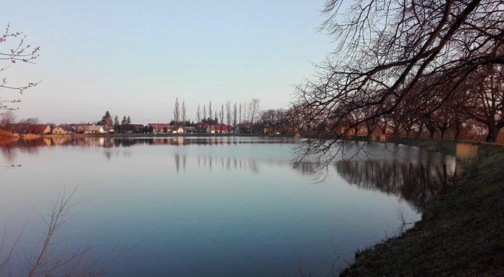 Horní rybník v nasavrkách u Keltského města - skanzenu