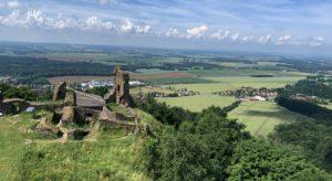 Zřícenina hradu Lichnice z rozhledny Milada